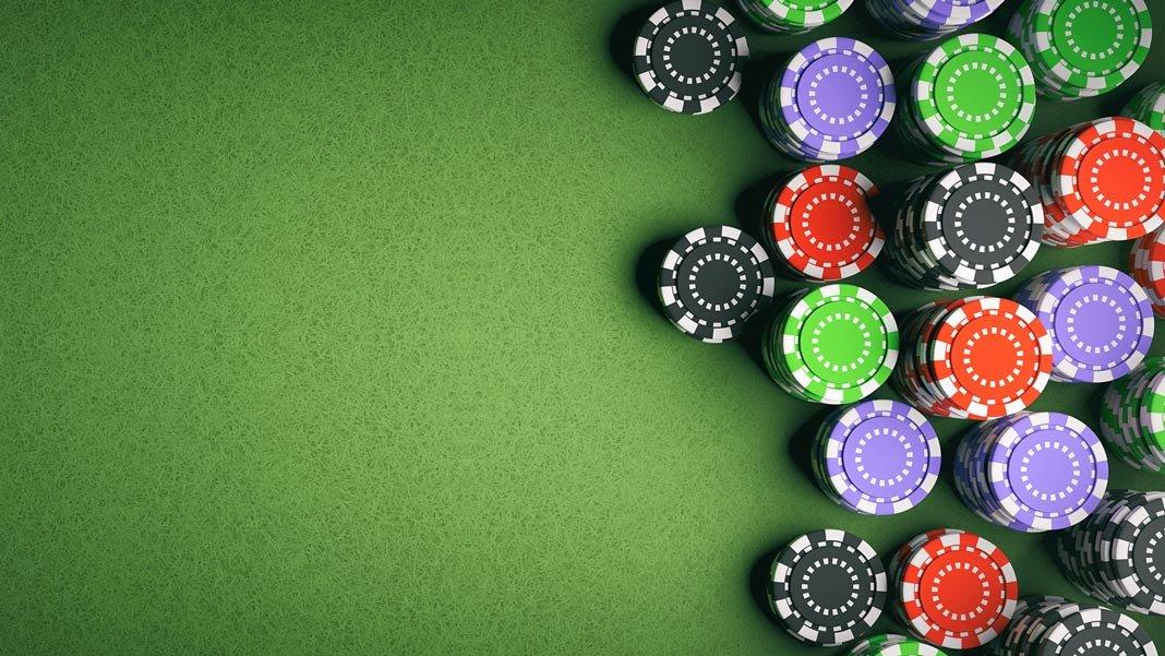Casino-poker-chips-on-green-felt-background-artificial-intelligence-shutterstock-658269847-1068×601