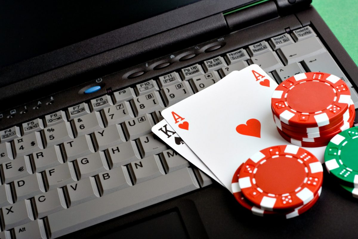 How to Transition from Live to Online Poker – Useful Tips